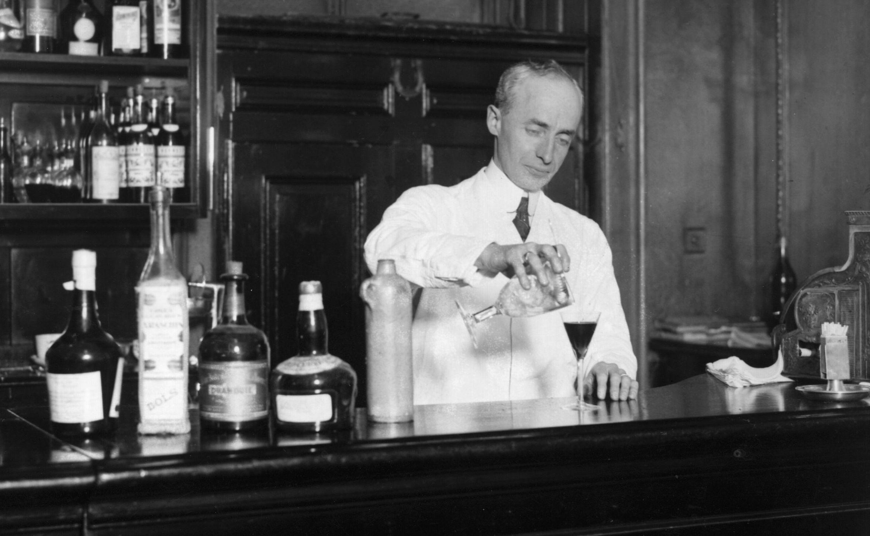 Resultado de imagen para american bar savoy hotel Harry Craddock